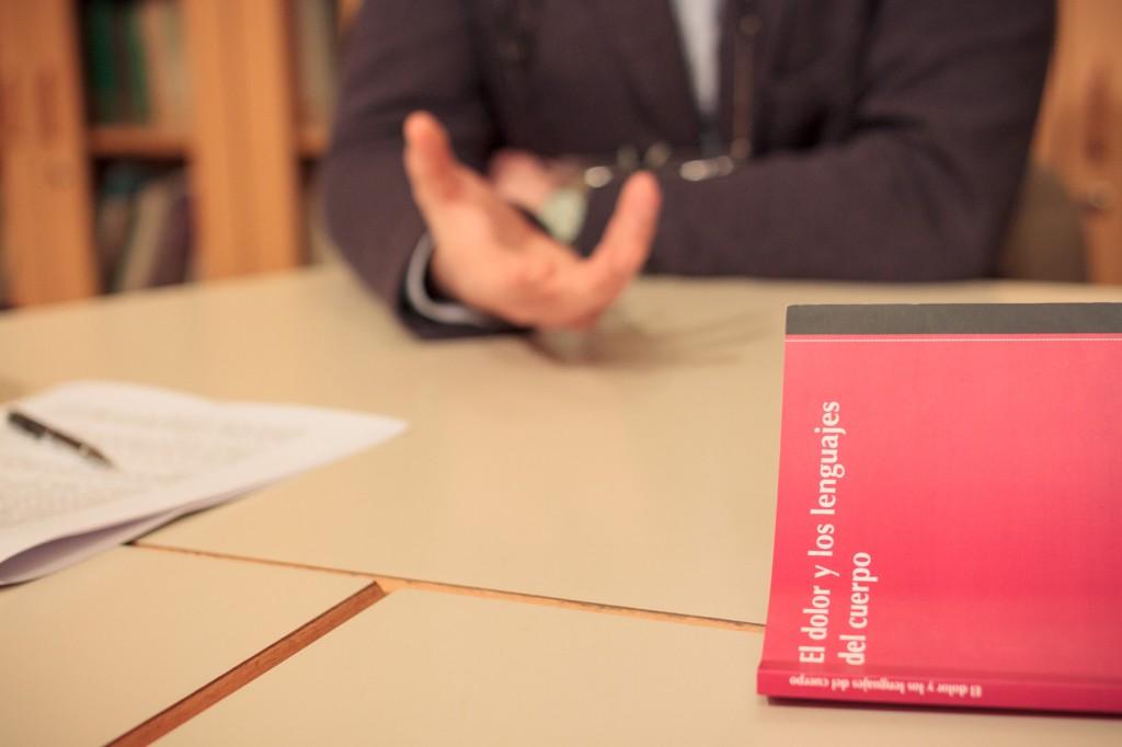 'El dolor y los lenguajes del cuerpo' de Santiago Castellanos, psicoanalista. Entrevista realizada en la sede de la Biblioteca del Campo Freudiano de Barcelona. Autor de las fotografías: Albert Roig.