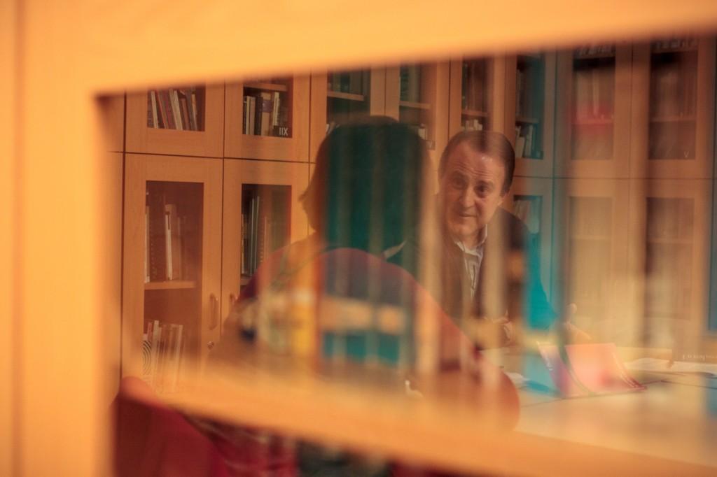 Entrevista al psicoanalista Santiago Castellanos en la sede de la Biblioteca del Campo Freudiano de Barcelona. Autor de las fotografías: Albert Roig.