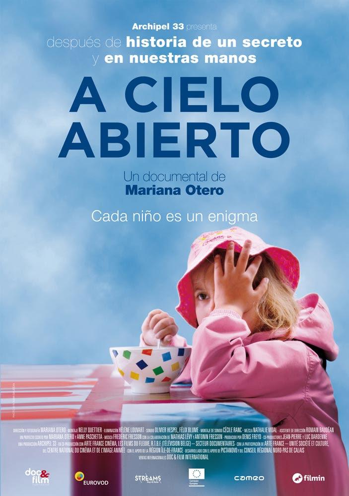 Cartel del documental 'A cielo abierto'. Se estrena en cines el 24 de octubre y se podrá ver online a través de Filmin a partir del 3 de noviembre.